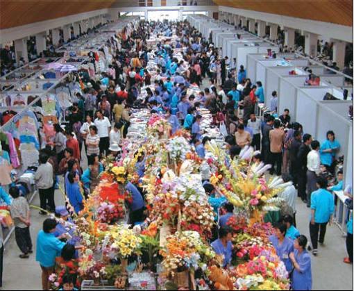 T\'ongil Farmers\' market in Pyongyang
