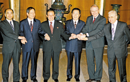 sixparty talks Negotiators pose before the closing ceremony of the six-party talks on north korea's nuclear program in beijing february 13, 2007 in picture (l to r) japan's chief.